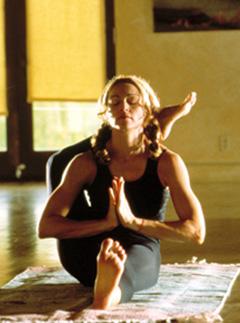 celebri madonna-yoga-menopause